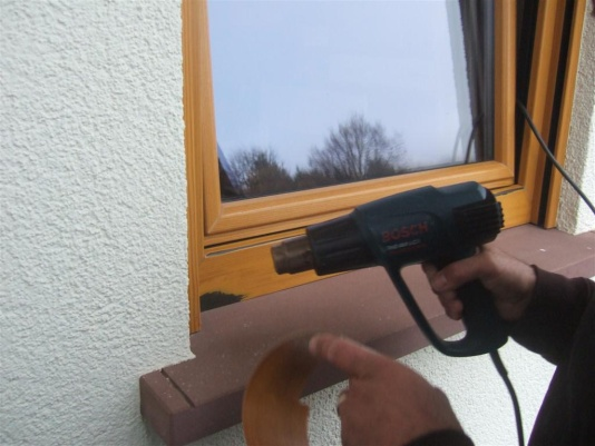 Podgrzewanie obrabianego fragmentu profilu okna